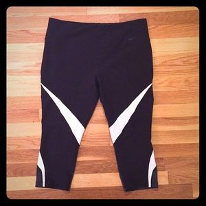 Nike Dri-Fit Tight Fit Power Legend Capri Leggings